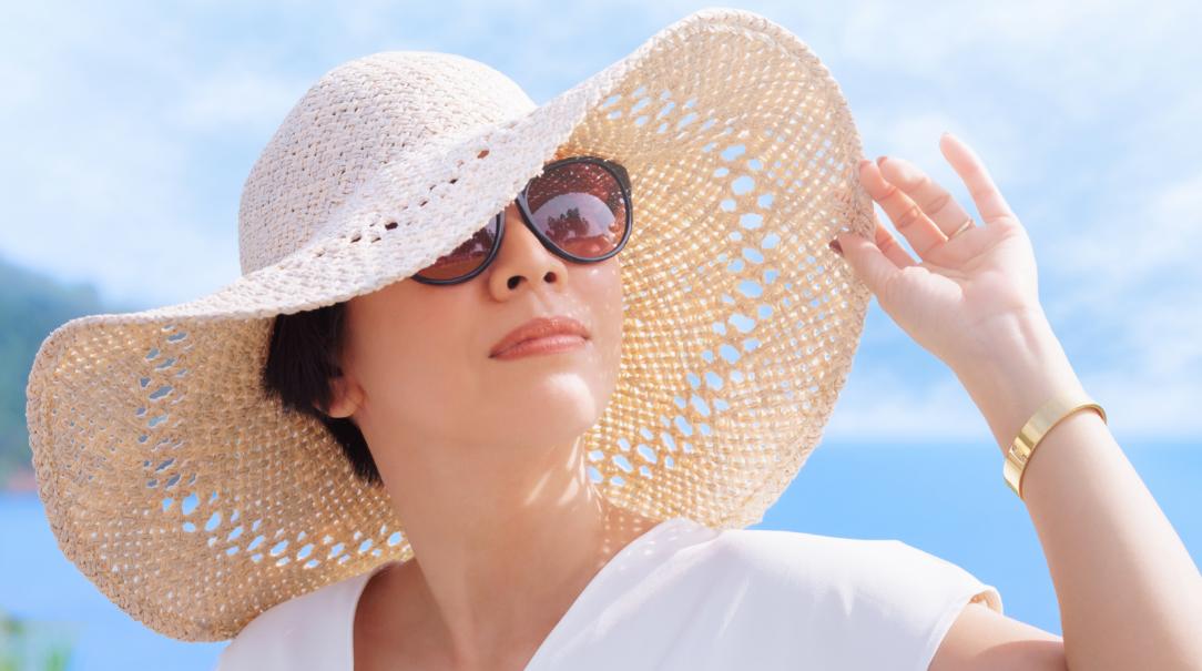 Cómo proteger tus ojos de la radiación UV y reducir el riesgo de contagio por Covid-19 a través durante la temporada playera