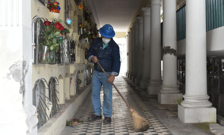 Cementerios de Quito Aumentan su Actividad por Muertes de Covid