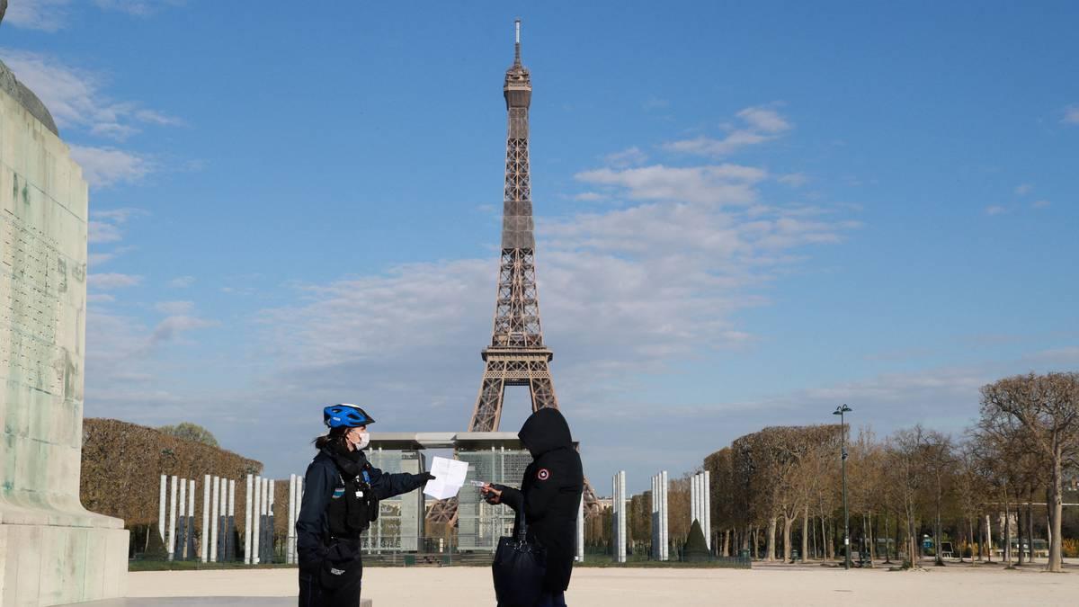 Francia: Macron ordena confinamiento para toda Francia por COVID-19 y cierra escuelas