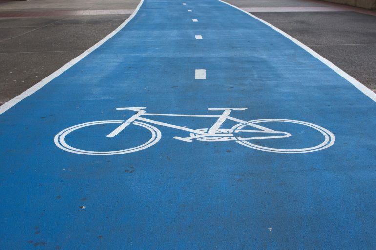 Vehículos invaden la ciclovía